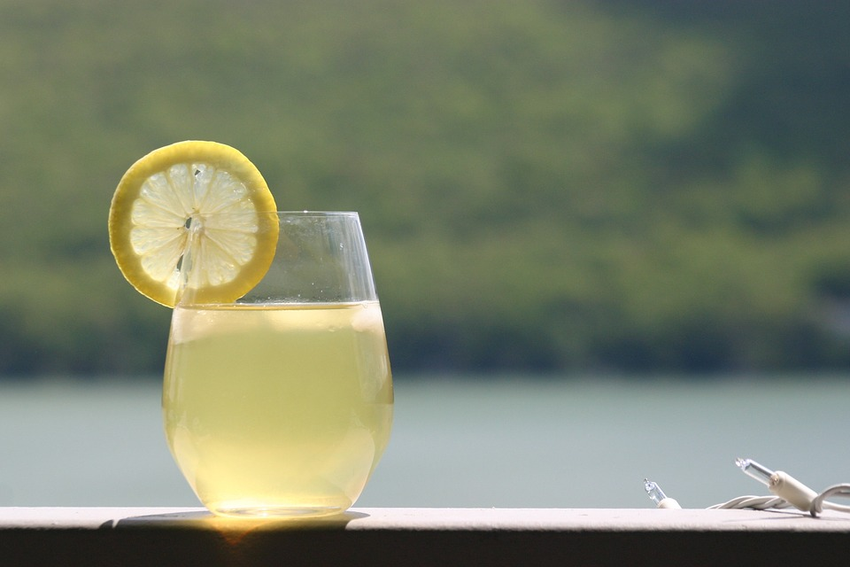 20 razlogov zakaj je pitje mlačne limonade koristno 1
