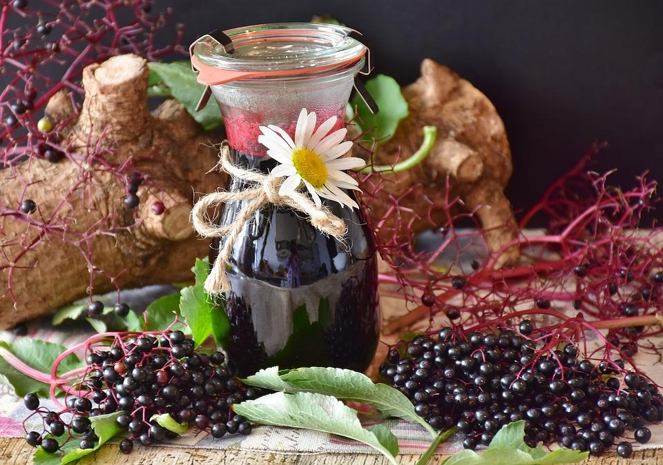 Recept za sirup iz bezgovih jagod, ki pomaga pri prehladu 2