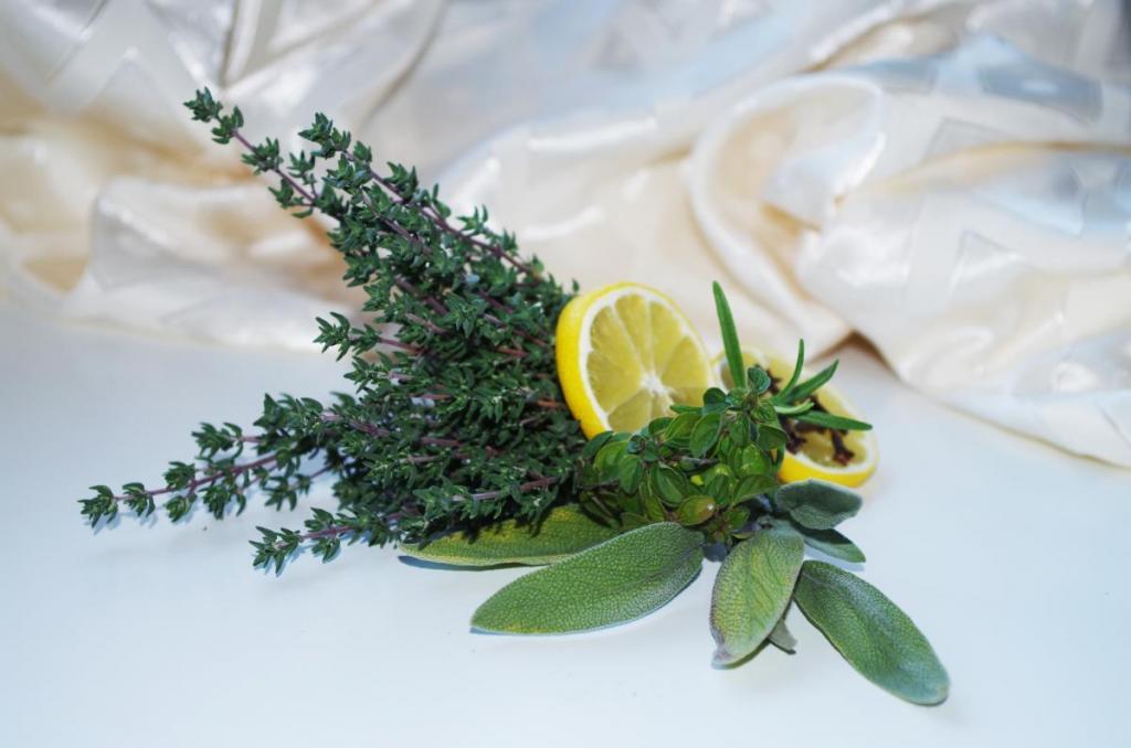 Sirup proti kašlju iz sladke limone, medu in timijana 3