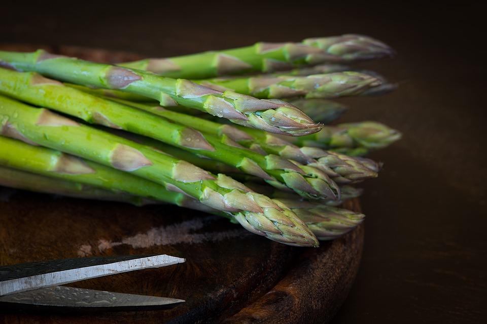 Beluši ali šparglji (Asparagus officinalis) - kraljevska zelenjava 1